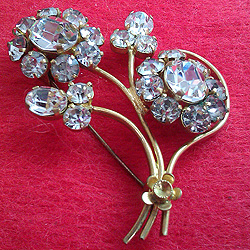 Vintage Costume Jewellery 1950s Floral Faux Diamond Brooch For Sale & Vintage Costume Jewellery For Sale. 1950s 1960s 1970s 1980s. Great ...