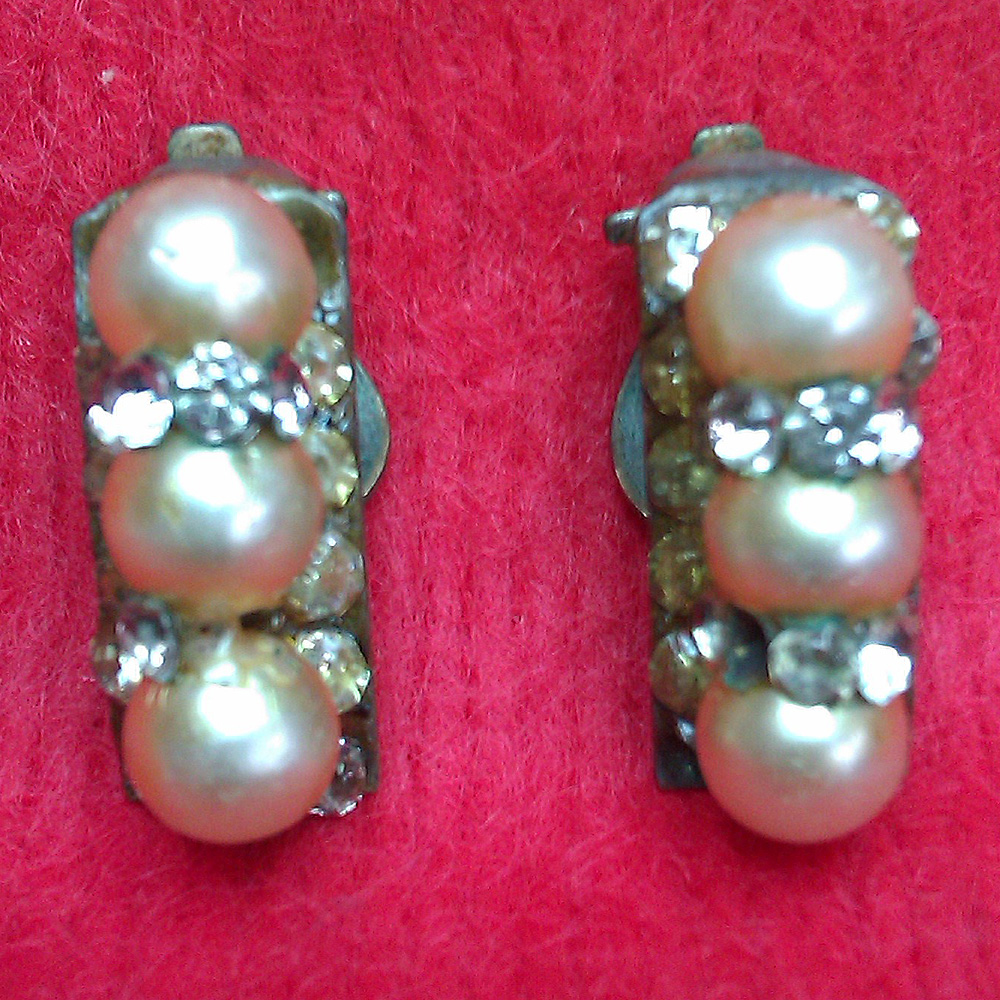 1950s Vintage Costume Jewellery Earrings For Sale & Vintage Costume Jewellery For Sale. 1950s 1960s 1970s 1980s. Great ...