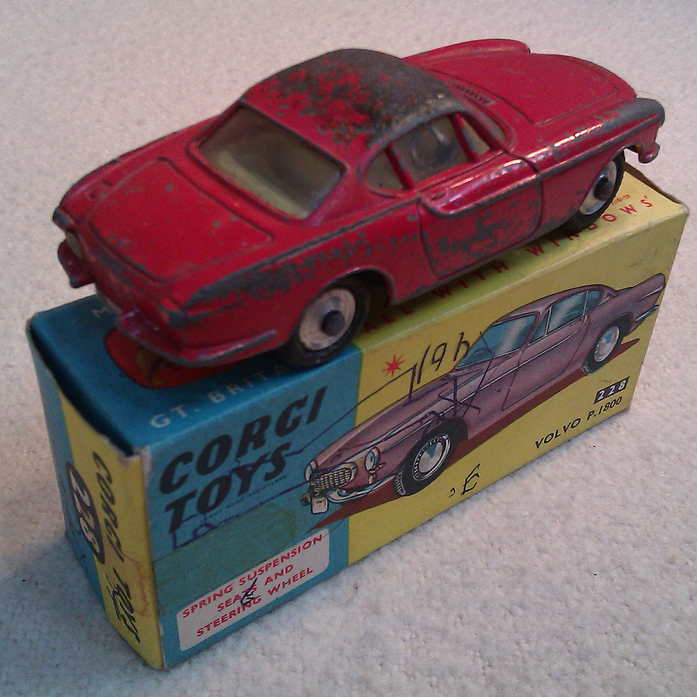 vintage 1960s corgi car volvo p1800 die cast model 228